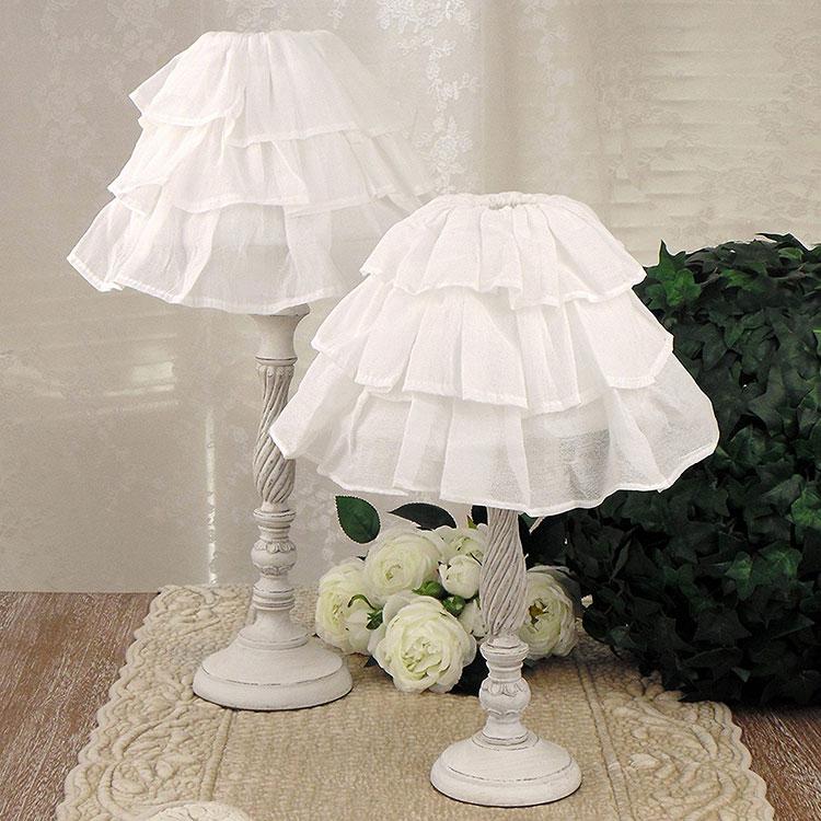 Modello di lampada da tavolo shabby chic n.14