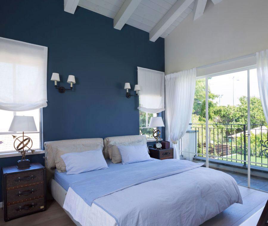 Camera da letto nella sfumatura blu cobalto n.2