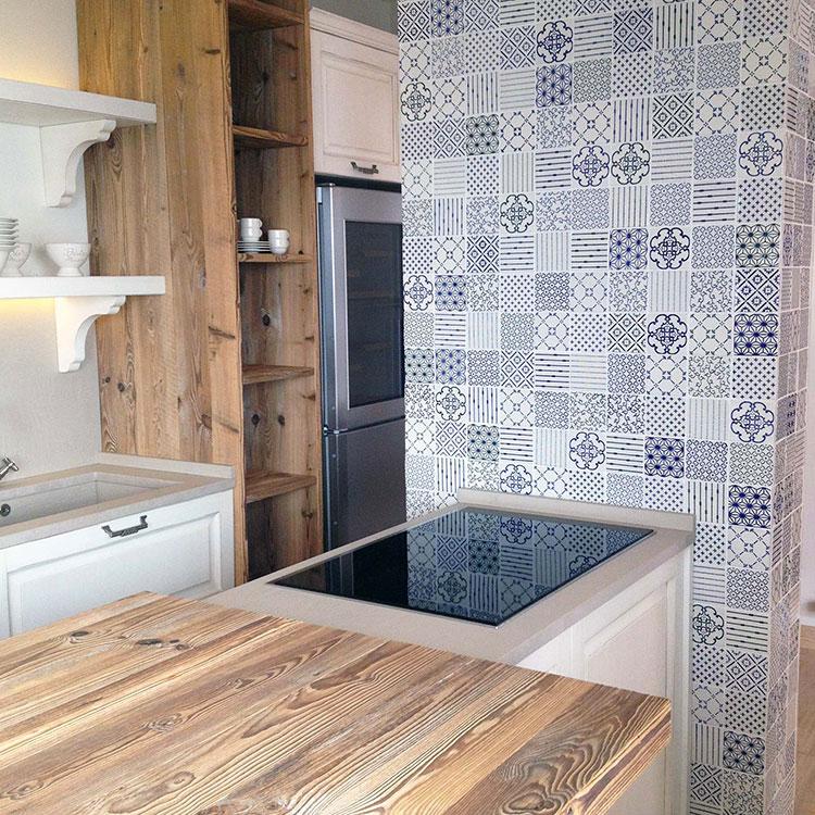 Idee per rivestimenti con cementine in cucina n.07