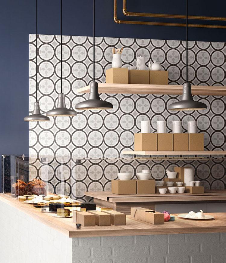 Idee per rivestimenti con cementine in cucina n.20