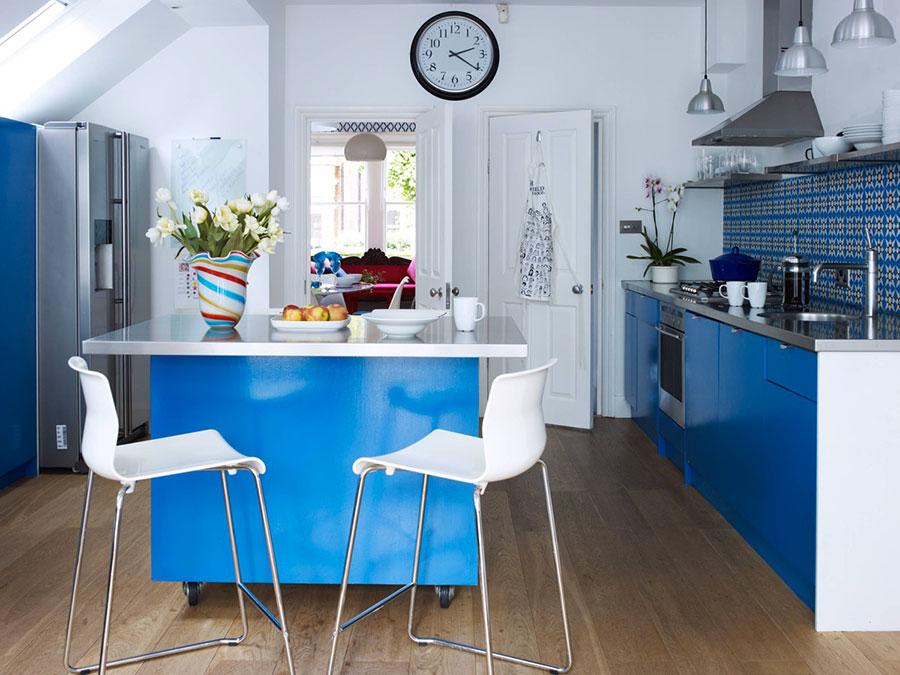 Idee per arredare una cucina blu n.08