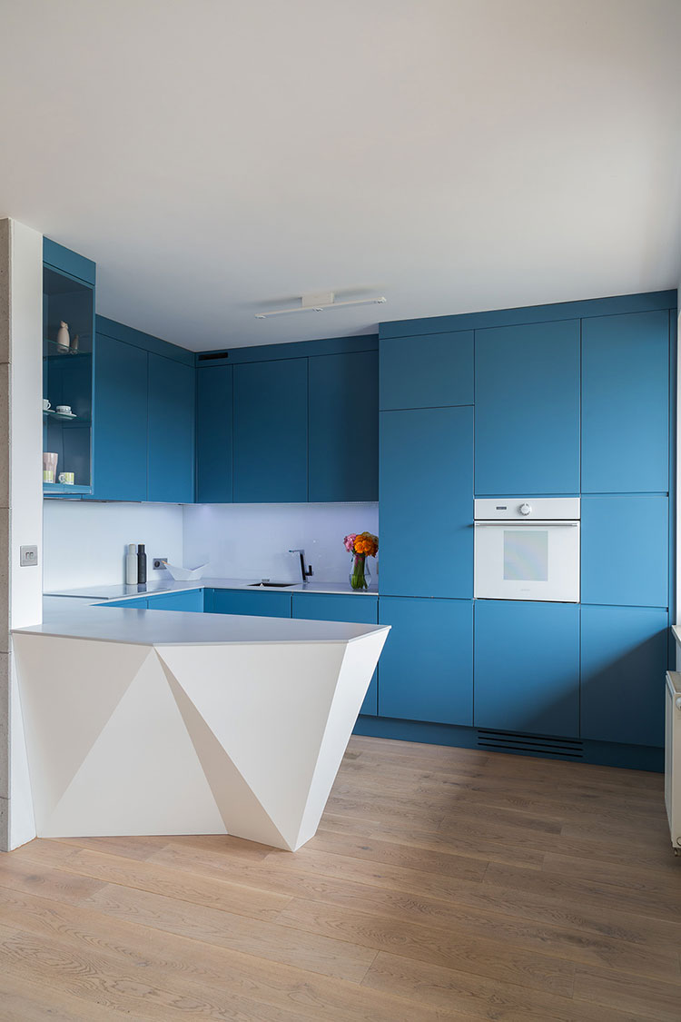 Idee per arredare una cucina blu n.19