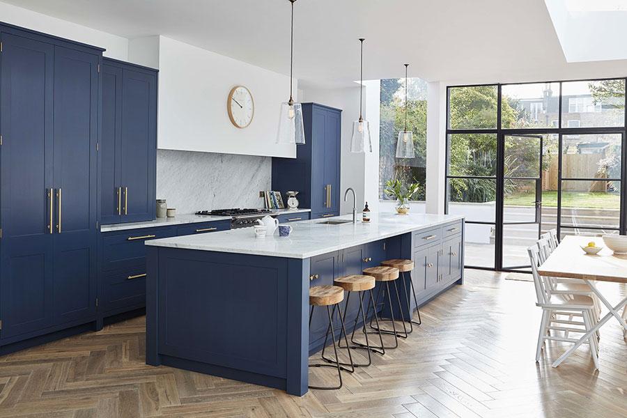Idee per arredare una cucina blu n.25