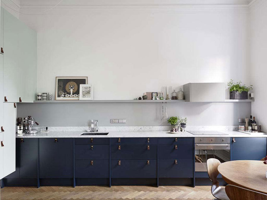 Idee cucina blu e bianca n.03