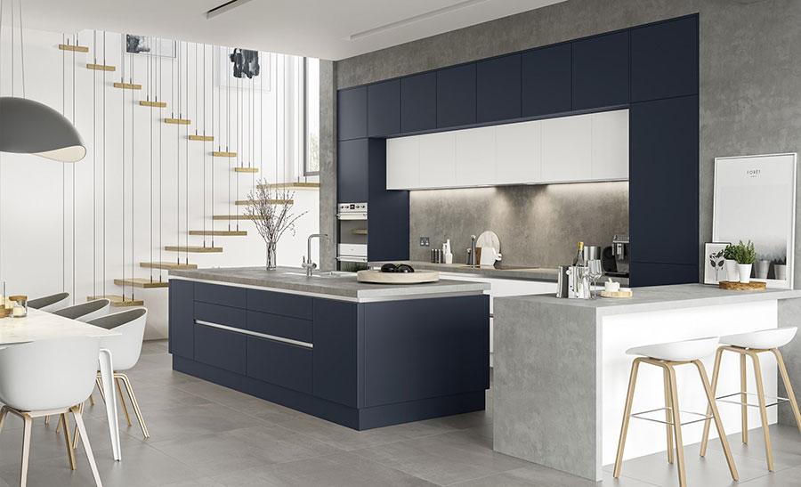 Idee cucina blu e bianca n.05
