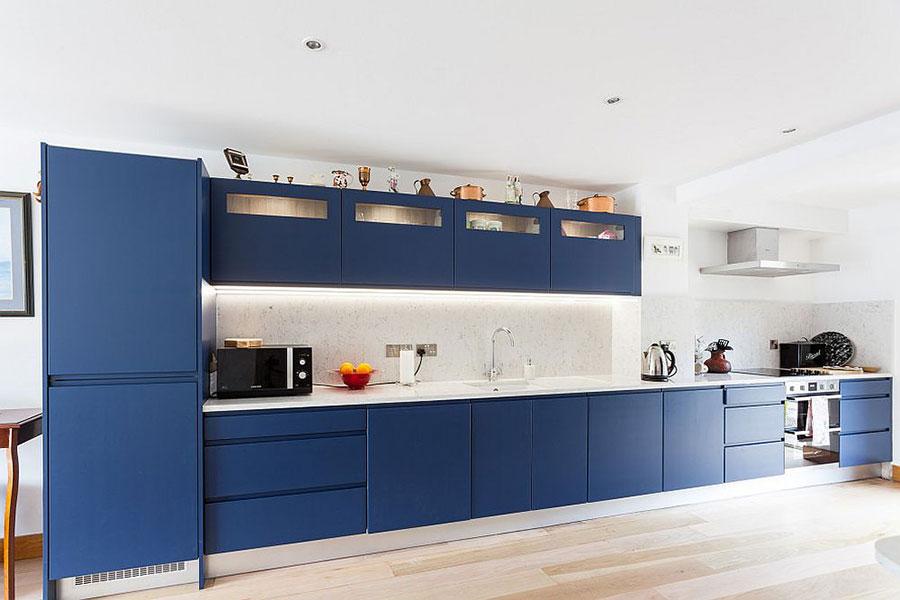 Idee cucina blu cobalto n.02