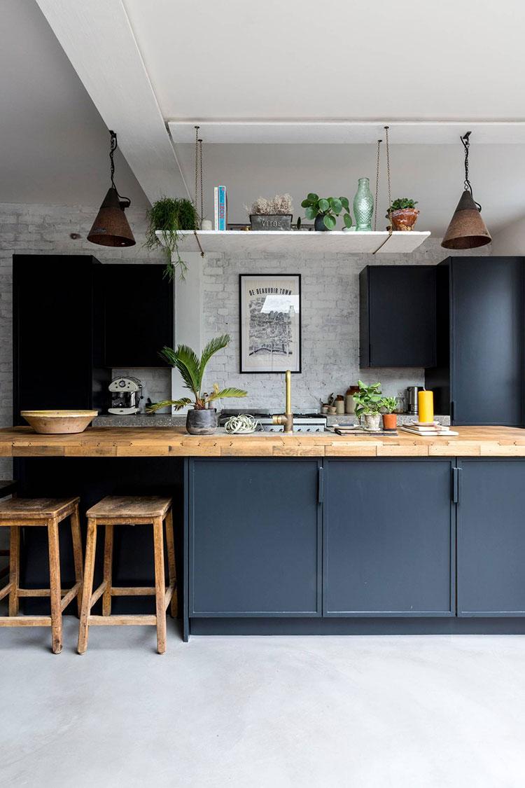 Idee cucina blu e legno n.01