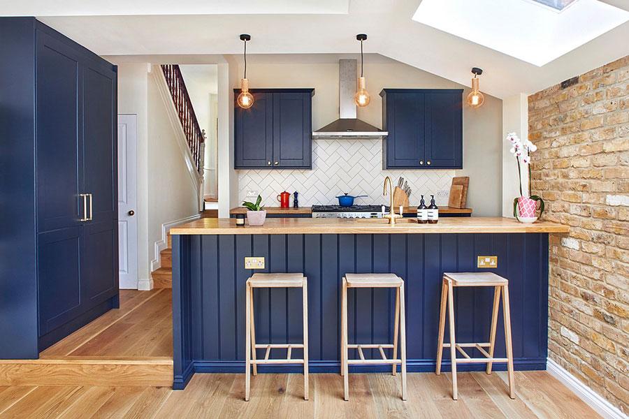 Idee cucina blu e legno n.04