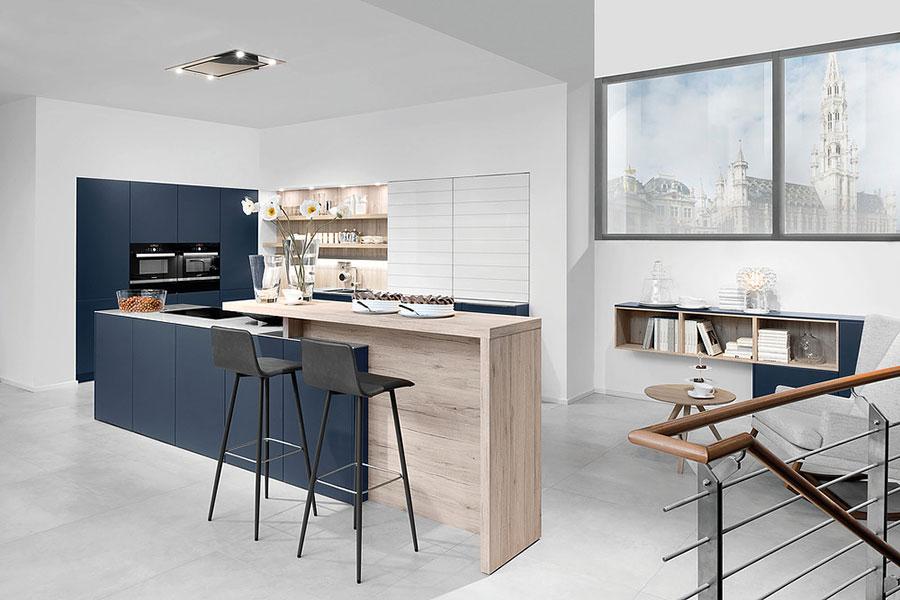 Idee cucina blu e legno n.06