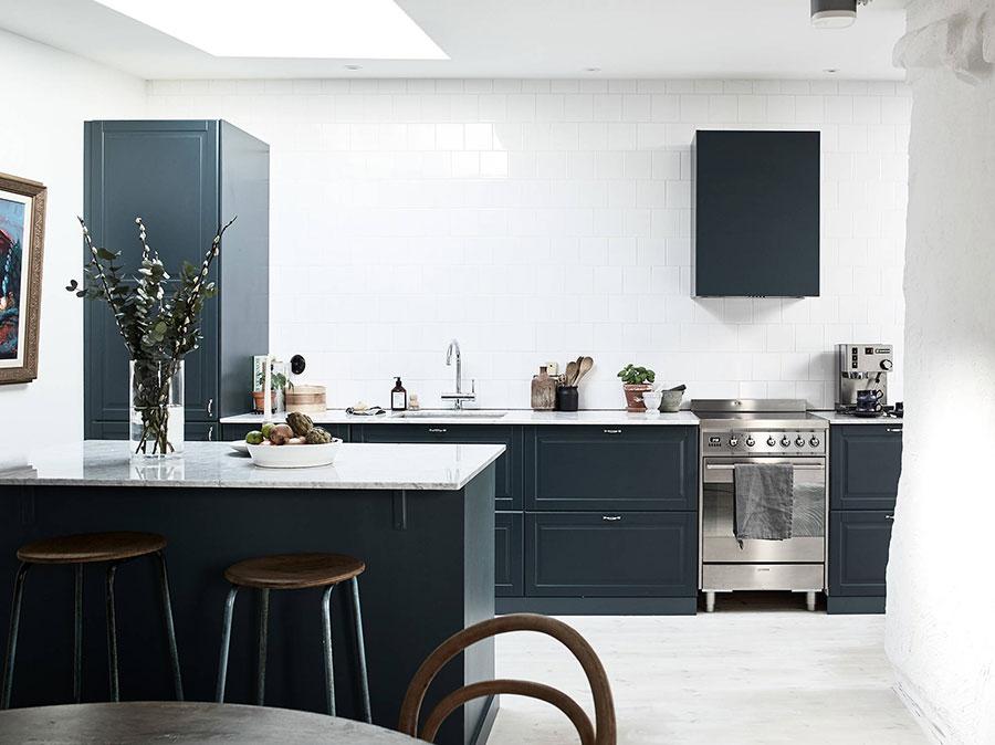 Idee cucina blu scuro n.02