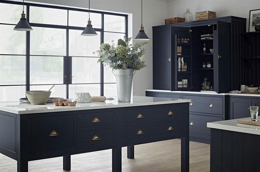 Idee cucina blu scuro n.04