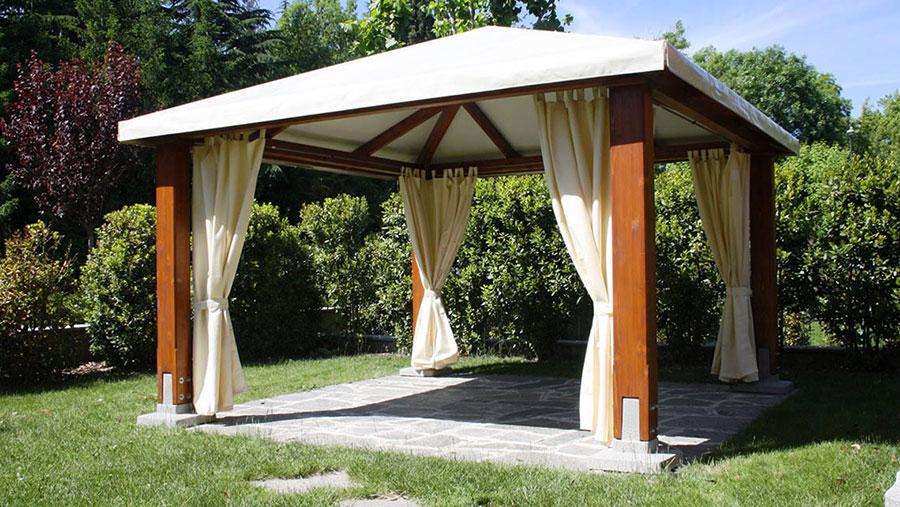 Gazebo in legno tanti modelli per giardini da sogno for Scivoli in legno per giardini