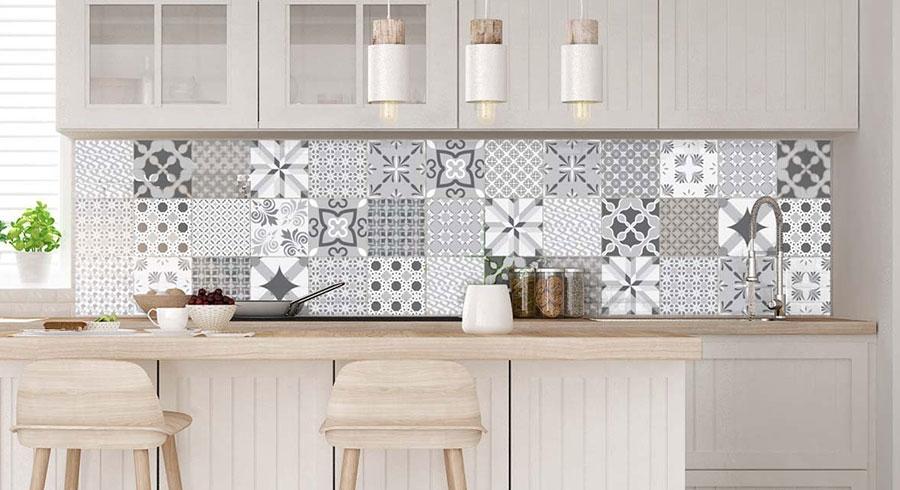 Piastrelle adesive per cucina 30 tipi di rivestimenti in - Piastrelle per cucina bianca ...