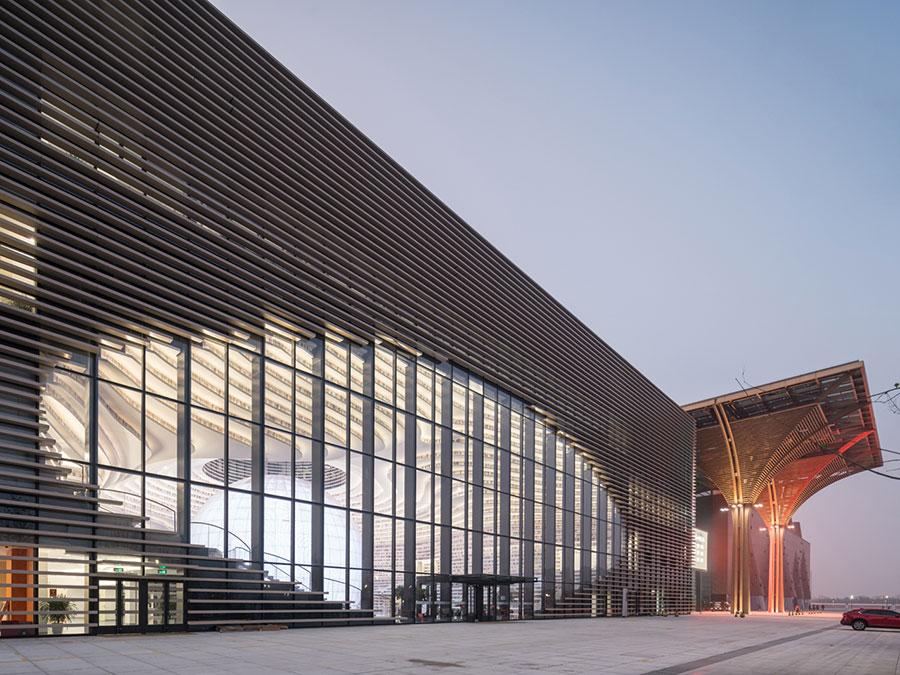 Immagine della biblioteca Tianjin Binhai in Cina n.2