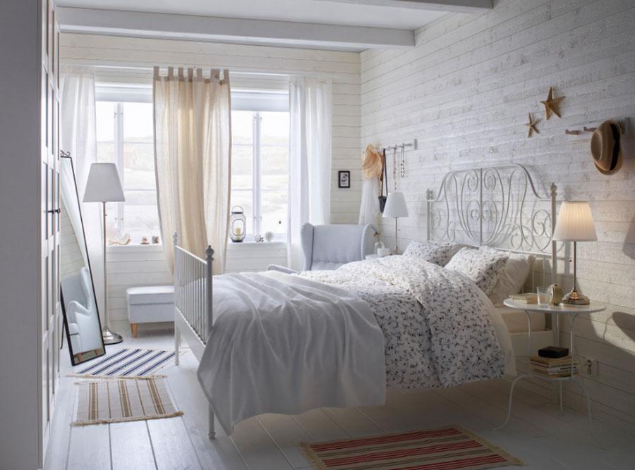 Idee per arredare una camera da letto shabby chic Ikea n.7