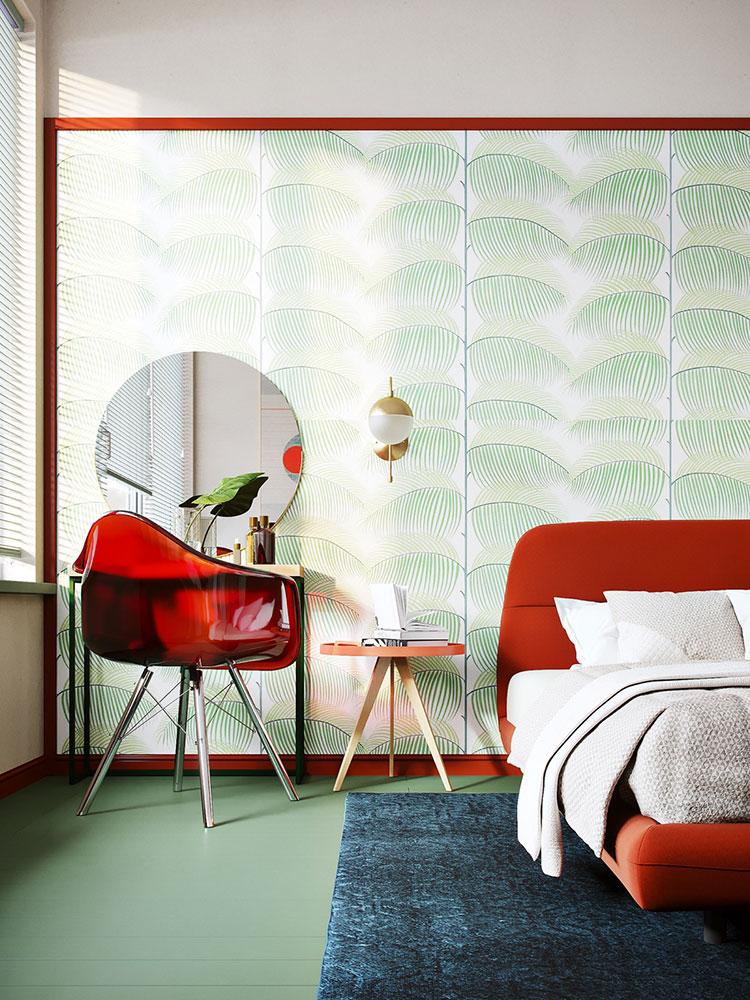 Casa con arredamento vintage nelle tonalità del rosso, blu e verde n.13
