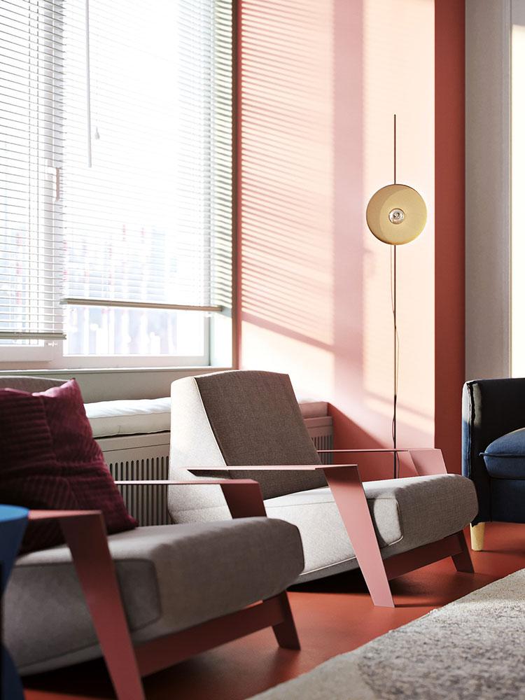Casa con arredamento vintage nelle tonalità del rosso, blu e verde n.3