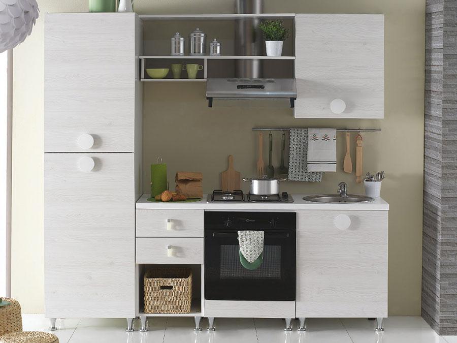 Modello di cucina per monolocale di Mercatone Uno n.1