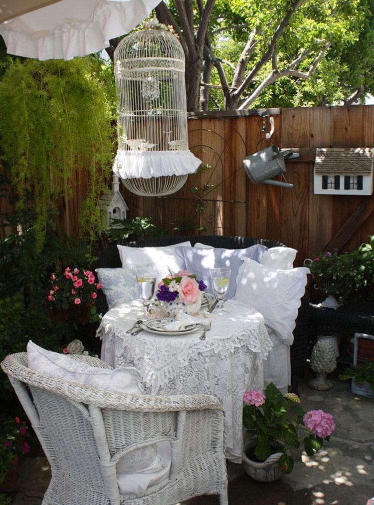 Giardino shabby chic 30 idee di arredamento originali for Per il giardino