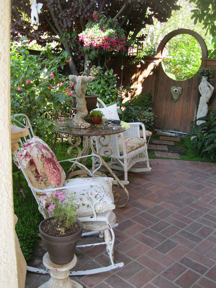 Idee per arredare un giardino shabby chic n.04