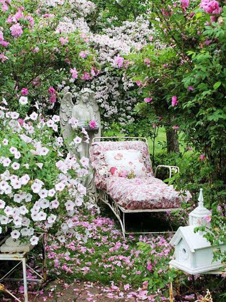 Idee per arredare un giardino shabby chic n.08