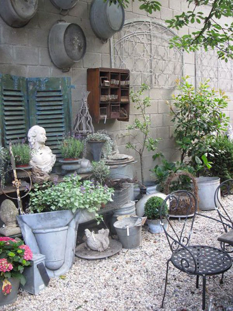 Idee per arredare un giardino shabby chic n.09