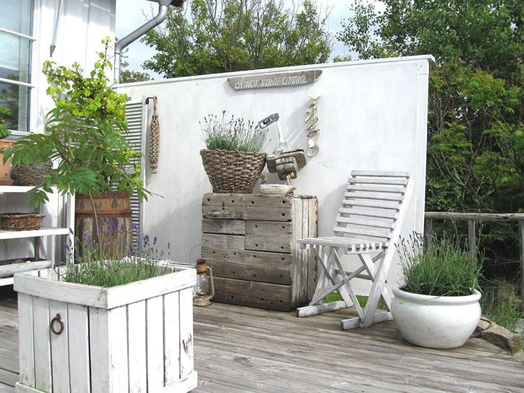 Idee per arredare un giardino shabby chic n.11