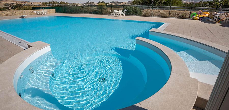 Modello di piscina prefabbricata n.01