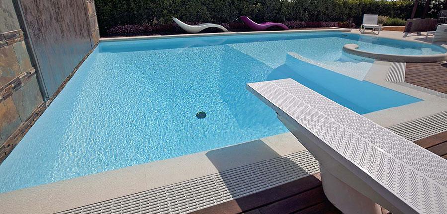 Modello di piscina prefabbricata n.02