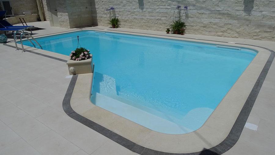 Modello di piscina prefabbricata n.10