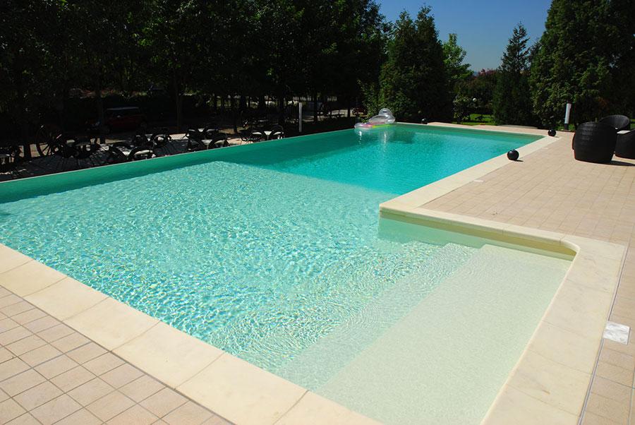 Modello di piscina prefabbricata n.16