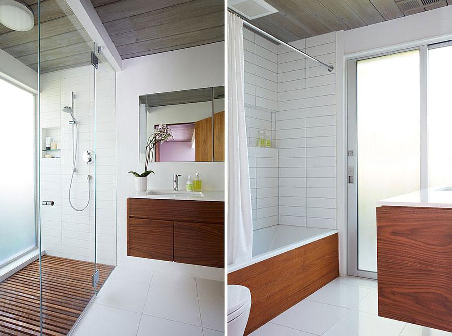 Arredamento per bagno bianco e legno n.16