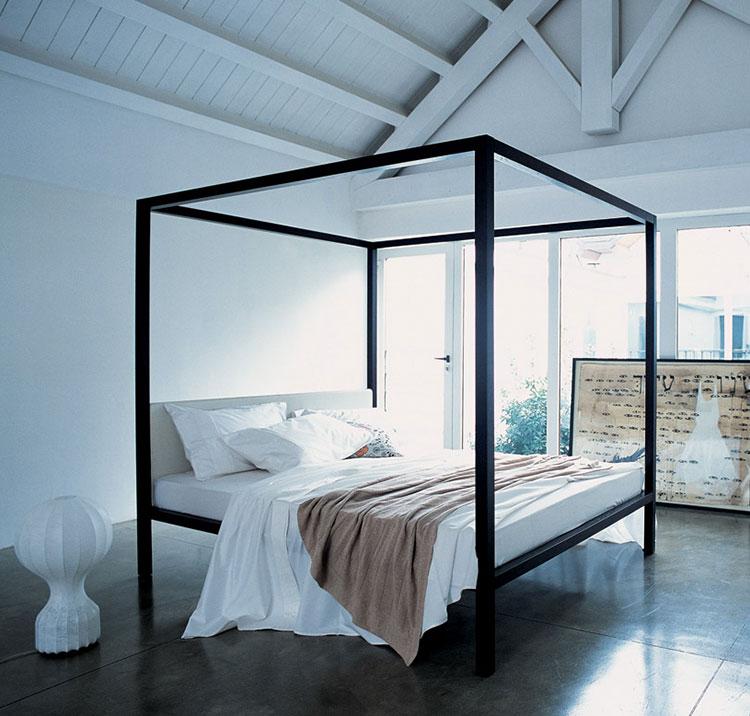 Modello di letto matrimoniale con baldacchino marca Zanotta 01
