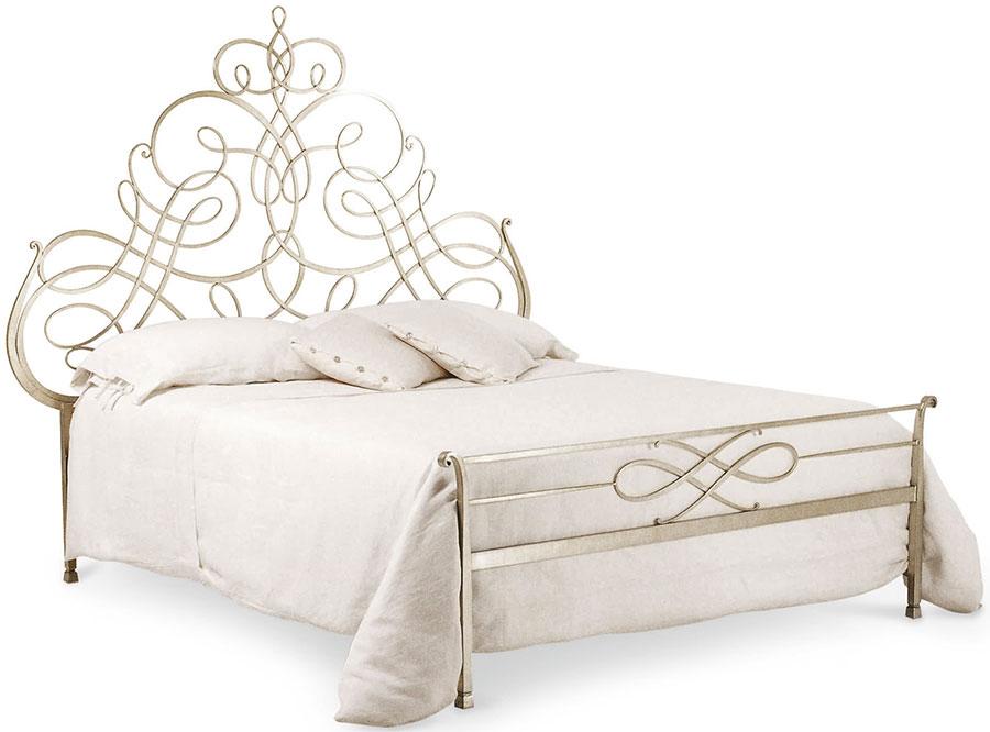 Modello di letto matrimoniale in ferro battuto marca Cantori 02
