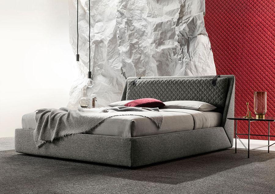 Modello di letto matrimoniale imbottito marca Berto 02