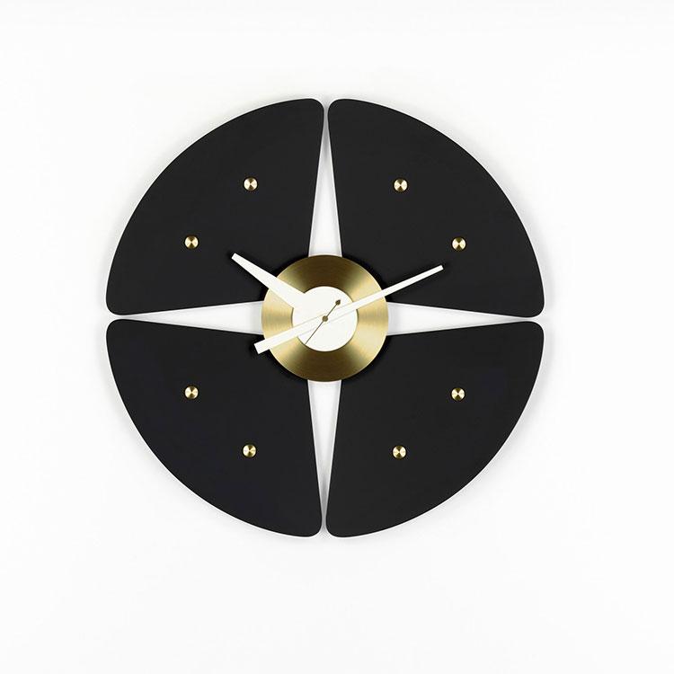 Modello di orologio da parete Petal Clock di Vitra
