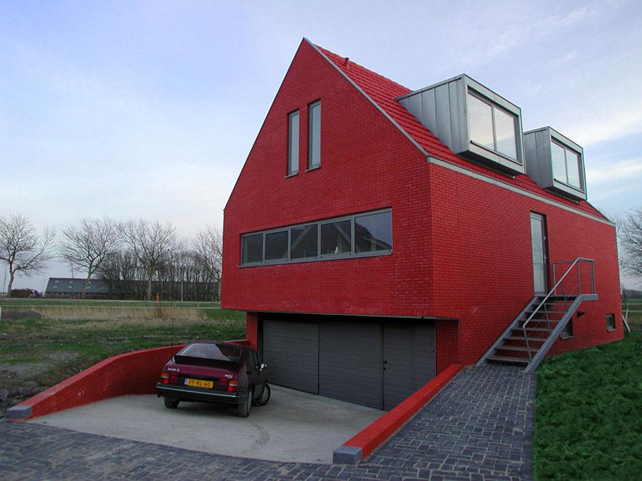 Facciata esterna di colore rosso n.02
