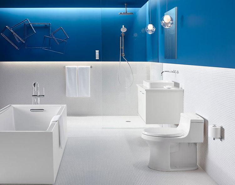 Abbinamento di bianco e blu per le pareti del bagno n.02