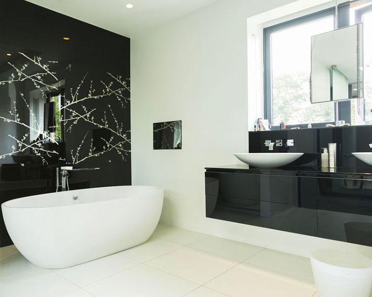 Abbinamento di bianco e bnero per le pareti del bagno n.01