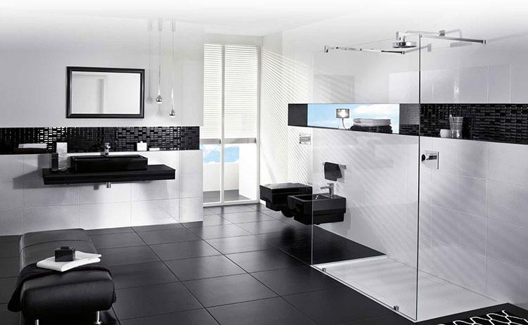 Abbinamento di bianco e nero per le pareti del bagno n.02