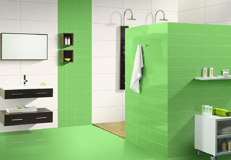 Abbinamento di bianco e verde per le pareti del bagno n.02