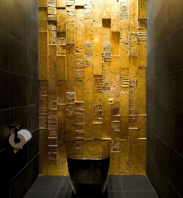 Abbinamento di nero e oro per le pareti del bagno n.02
