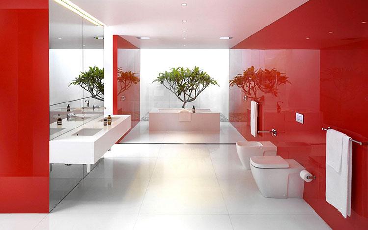 Abbinamento di rosso e bianco per le pareti del bagno n.01