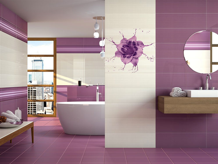 Abbinamento di viola e bianco per le pareti del bagno n.01