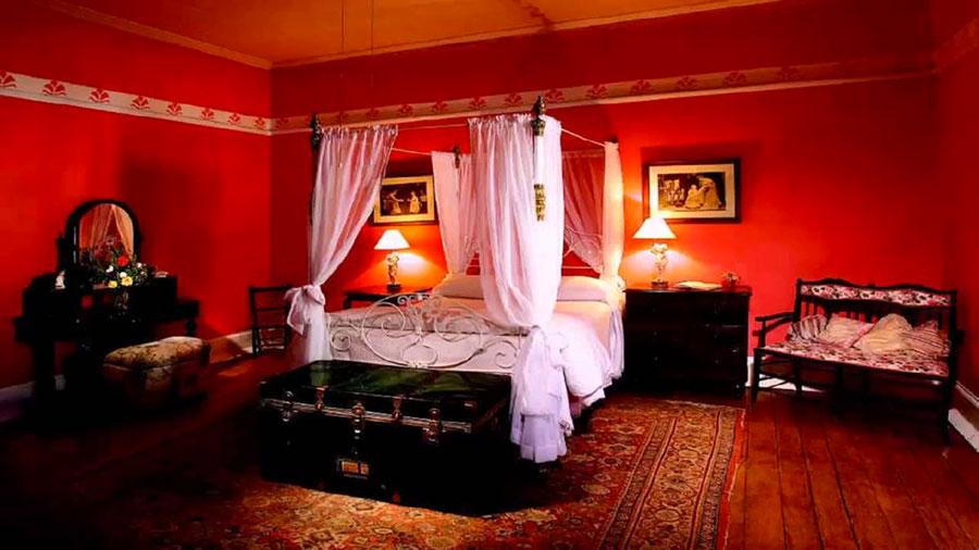 Idee per arredare e decorare una camera da letto con il rosso n.07