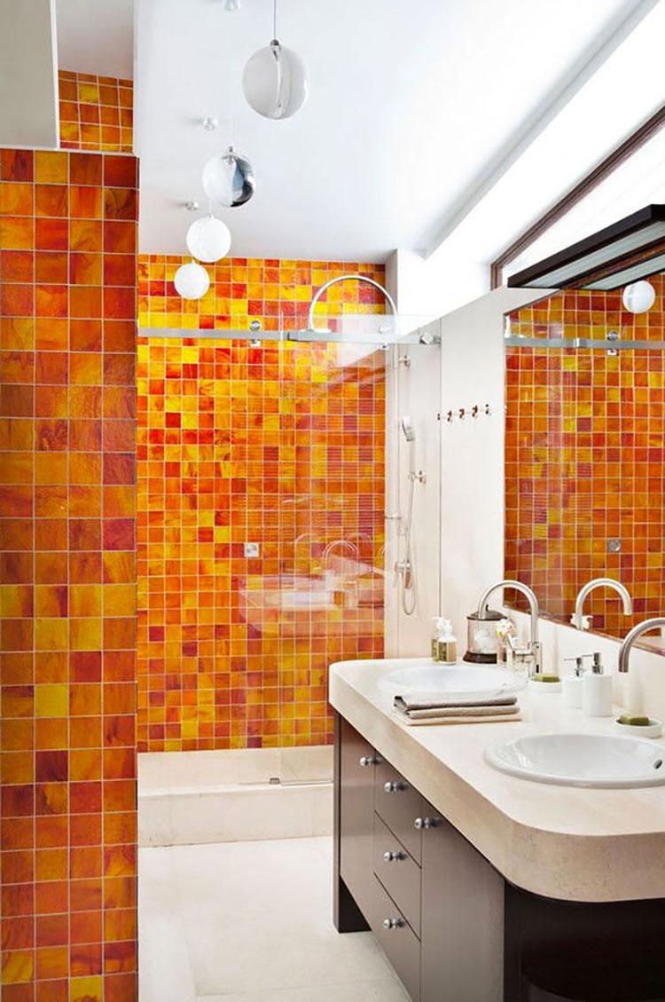 Bagno con pareti arancione n.02