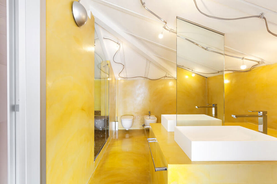 Bagno con pareti gialle n.01