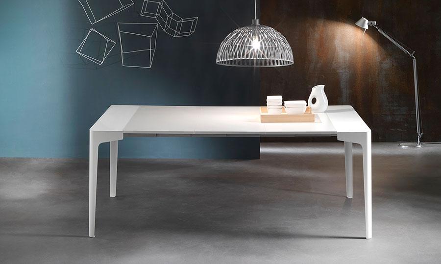 Tavolo consolle allungabile di design di Riflessi modello Corner aperto