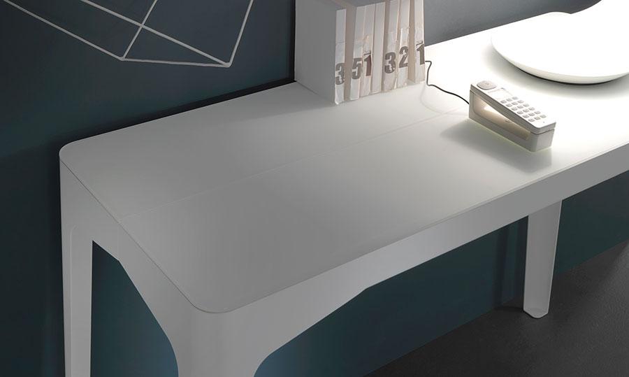 Tavolo consolle allungabile di design di Riflessi modello Corner chiuso