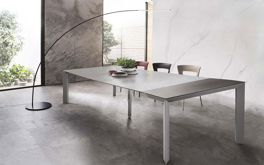 Tavolo consolle allungabile di design di Riflessi modello Manhattan aperto